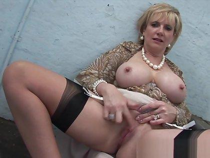 gill ellis -young britishladysnia.uk