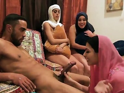 associates horny mom first time Brave arab girls with