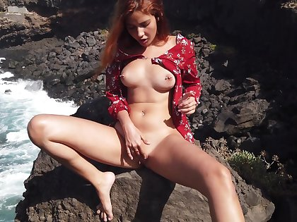 Agatha masturbating exposed to a rocky careen with the addition of loving every shred